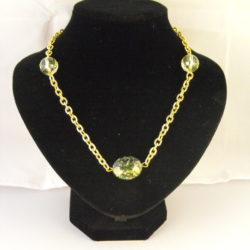 A1008 - Green Mottled Bead Necklaceon chunky chain
