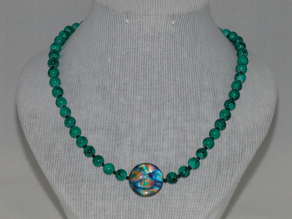 Green Draw Bench Bead Necklace