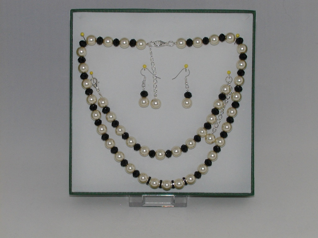 Cream Pearls Jet Rondelles Set