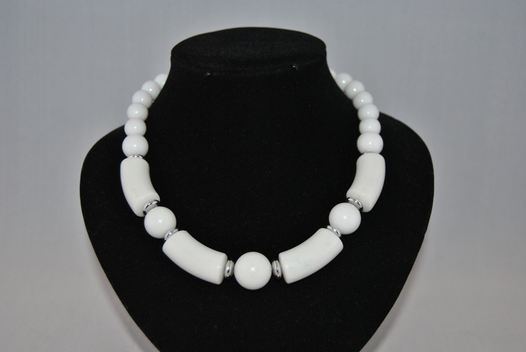 White Antique Acrylic Beads Necklace