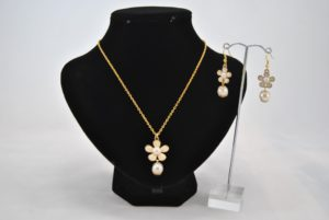 Cream Flower Drop Pendant Necklace Ear Rings Set